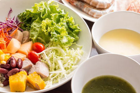 consisting: Mixed salad with tomatoes, corn, carrots, cantaloupe, red beans, millet, taro, cabbage, bananas, pumpkins and help lose weight. - Salad is a dish consisting of small pieces of food, which may be mixed with a sauce or salad dressing.