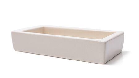 Open lege doos geïsoleerd op een witte achtergrond. Selectieve aandacht. Horizontale afbeelding. Stockfoto