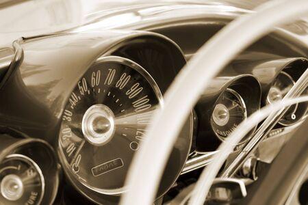 tablero de control: Panel de control de coches de �poca. Tonos sepia.