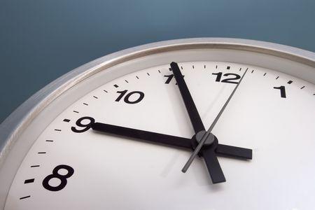 o�??clock: Casi nueve de la ma�ana.