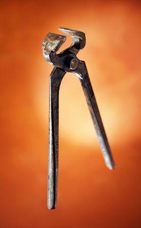 tenailles: Vieux-rouill� pinces. Courte profondeur de champ Banque d'images