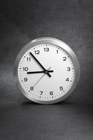 rush hour: Clock with 13 hours instead of 12.