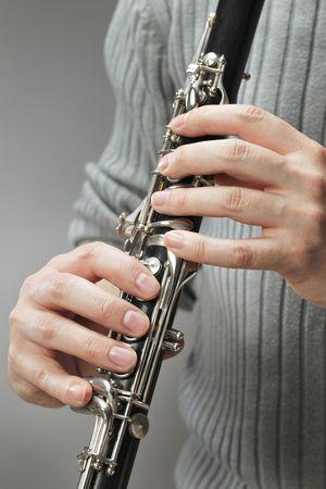 blaasinstrument: Man Houten blaasinstrument klarinet spelen Stockfoto