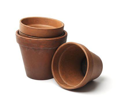 ollas de barro: Antiguos macetas de arcilla utilizadas en jardiner�a aislado en blanco con sombra natural