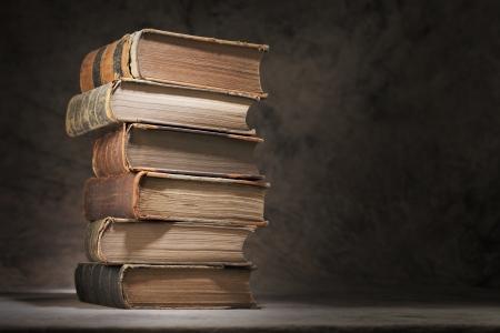 apilar: Una pila de libros antiguos. Foto de archivo