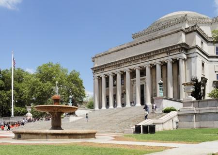 CIUDAD DE NUEVA YORK, EE.UU. - 14 de junio: El Low Memorial Library de la Universidad de Columbia. El edificio consta ahora casi exclusivamente en las oficinas administrativas. 14 de junio 2012 en la ciudad de Nueva York, EE.UU.