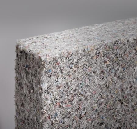 celulosa: Celulosa panel aislante bloque en primer plano, hecho de periódicos reciclados, utilizados como la construcción de aislamiento térmico. Profundidad de campo corto.