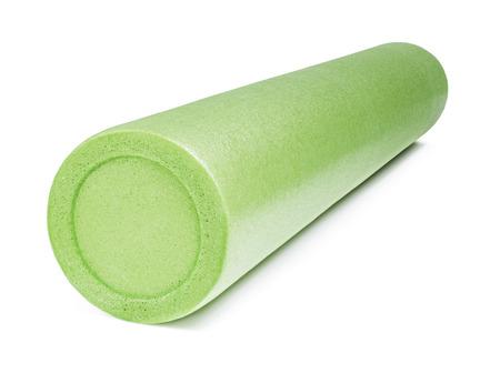 Un rodillo de espuma verde aislado en blanco Foto de archivo