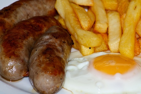 frites: Close up of Sausage, egg and chips  A traditional British Dish Stock Photo