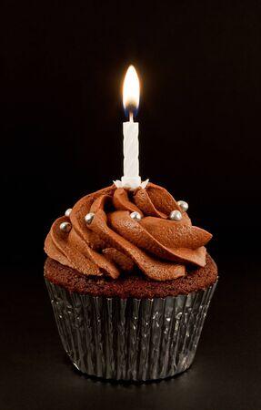 Um caseiro de chocolate cup cake com uma  Imagens