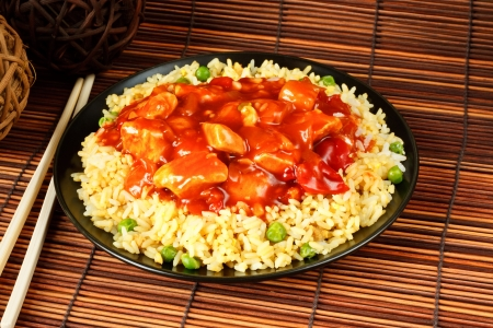chicken rice: sweet and sour chicken with fried rice - popular chinese cuisine