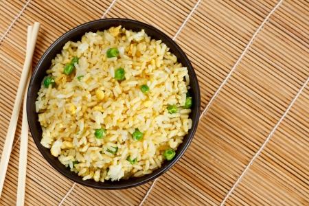 Tigela de ovo frito arroz um excelente fim lado com comida chinesa