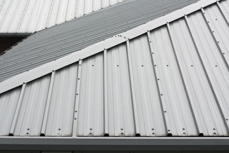 Architectural detail of metal roofing on commercial construction of modern building complex Standard-Bild