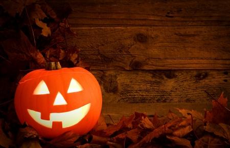 citrouille halloween: Halloween Pumpkin fond sculpt� durant l'automne pour c�l�brer une f�te pa�enne une adaptation moderne de la f�te des morts