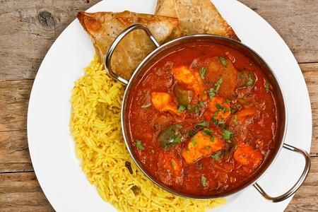 jalfrezi pollo en un popular plato salsa curry oriental de la India
