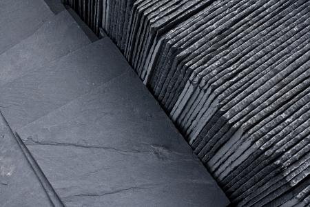 スレート屋根ふき建築業者に建築材として販売パレット準備のタイルします。 写真素材