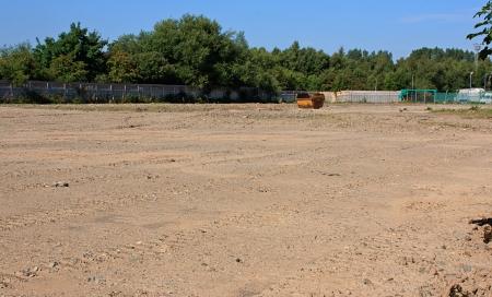 Bereide bruin terreinsite afgeplat en ontruimd klaar voor nieuwbouw bouw Stockfoto