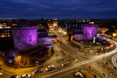 Skyline illuminated city view of Rush hour traffic at Carlisle citadel built in 1541 by Henry VIII to strengthen the south of the city the two towers were re built in 1810 Standard-Bild