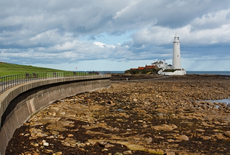 east coast: Flood defences and promenade to st marys lighthouse near tynemouth on the North East Coast of England  Stock Photo
