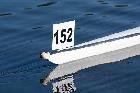bateau de course: Racing coque du bateau participant � une course d'aviron concurrentiel