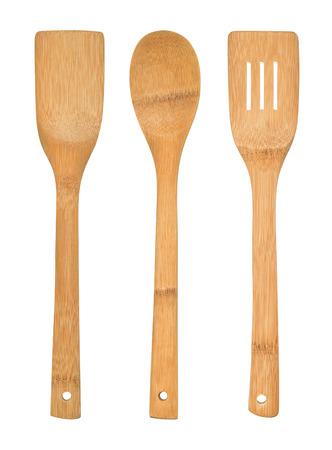 utencilios de cocina: Juego completo de utensilios de cocina de bambú aisladas sobre un fondo blanco