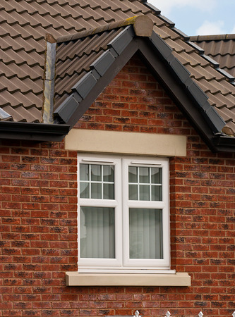 Moderne PVC-Fenster mit Doppelverglasung Apex Einheit Standard-Bild - 28103430