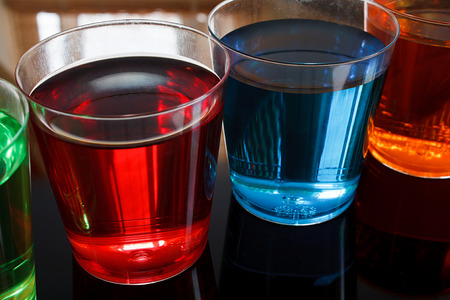 shot glasses: Close up di tiratori alcoliche in bicchierini