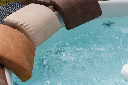 Hot tub with jacuzzi effect to sooth and massage with water jets creating a whirlpool hydrotherapy experience to aid relaxation. Standard-Bild
