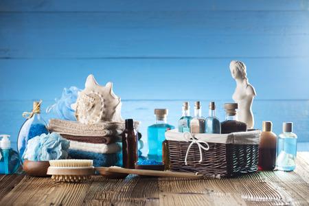 Spa concept - Venus de Milo statue and bottles with cosmetics on glass table Zdjęcie Seryjne