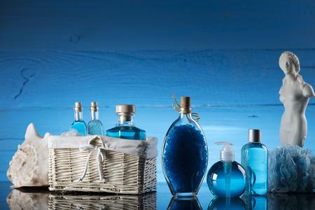 Spa concept – Venus de Milo statue and bottles with cosmetics on glass table Zdjęcie Seryjne