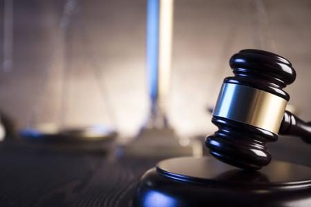 Concepto de ley. Oficina del abogado. Mazo del jugde. Escala de justicia. Foto de archivo - 76604451