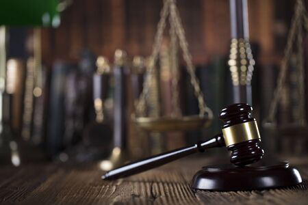 jurado: Law symbols, gavel, books. Law concept background. Place for text.