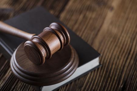 affaires et droit thème maillet et code de la violation de la main-d & # 39 ; à la violation Banque d'images