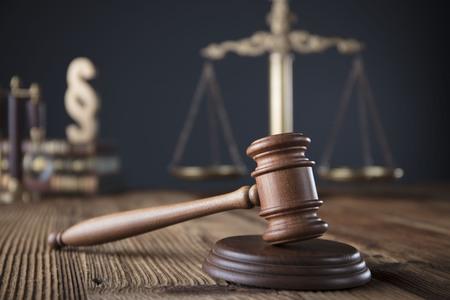 Advocaat, advocatenkantoor. Overleg met een advocaatconcept.