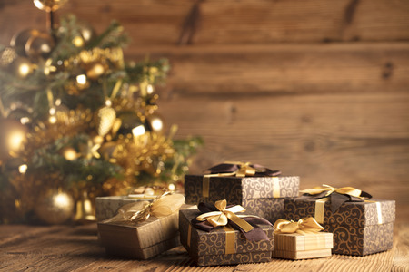 Christmas decoration and gifts on a rustic wooden background. Imagens