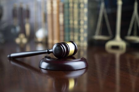 Law and justice theme, judge's gavel and the scale on court library background. Stockfoto