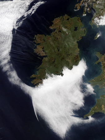 converging: Contrails converging on Dublin,Ireland LANG_EVOIMAGES