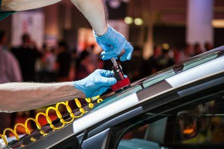 teknik: effektiv teknik för att reparera bilen vindruta