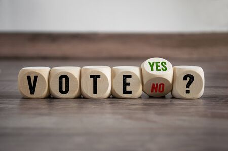 Cubes and dice with vote yes and no Stockfoto
