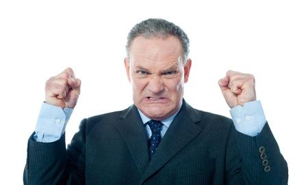 jefe enojado: Frustrado hombre de negocios superior sobre fondo blanco
