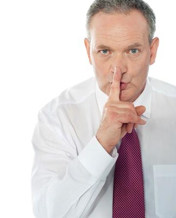 silencio: Hombre de negocios superior se�alando el silencio Foto de archivo