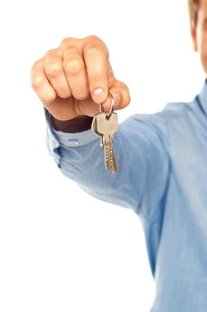 thumb keys: Hombre que sostiene las llaves. DOF, se centran en las teclas