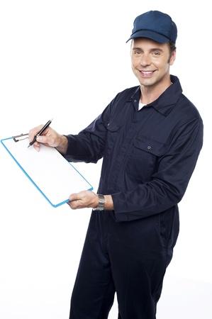 Courier repartidor de conseguir la firma del cliente después de la entrega Foto de archivo - 15243877