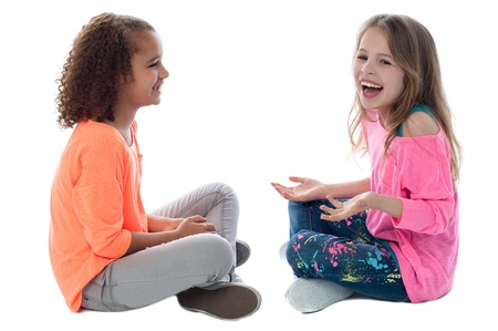 床に座ってと遊んできれいな女の子 写真素材