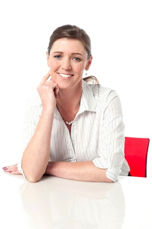 holgaz�n: Mujer de negocios en la oficina, ociosa y relajada