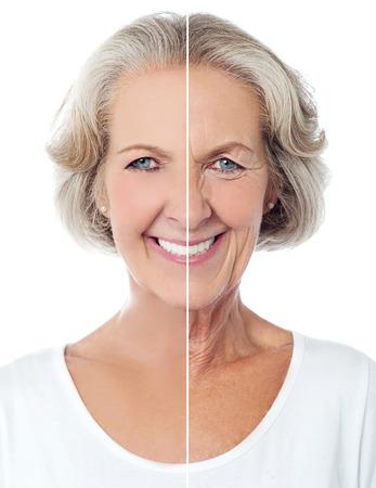老化させた白で隔離された女性に笑みを浮かべて