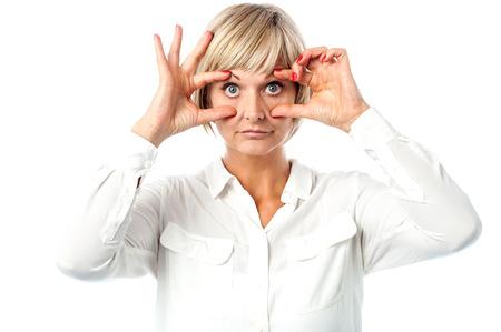 occhi sbarrati: Donna di mezza et� gli occhi ben aperti