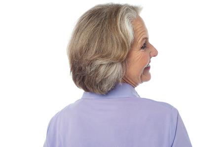 alte dame: Fr�hlich alte Dame. R�ckansicht darstellen