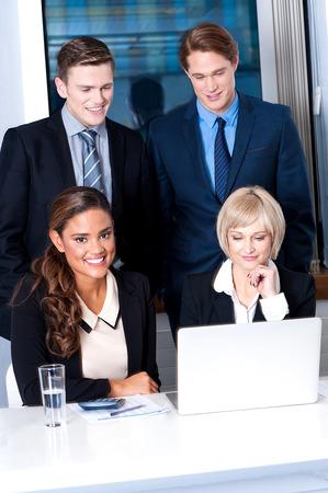 yetenekli: Akıllı ve yetenekli iş adamları Grubu