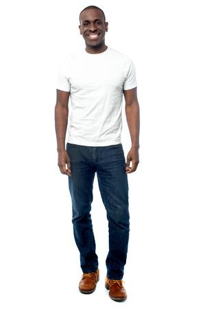full length: Full length beeld van een casual jonge man
